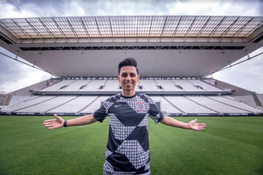 Nobru vai transmitir jogo de futebol Athletico x Corinthians em seu canal na Twitch